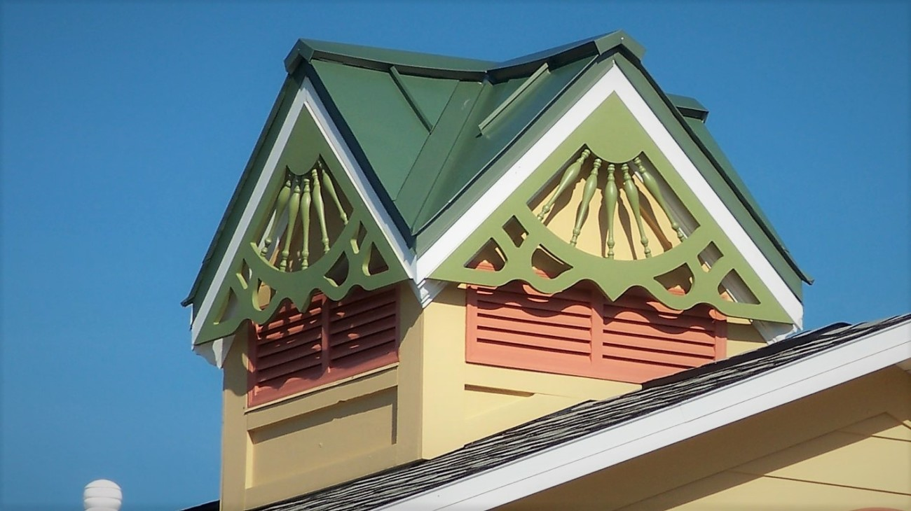 Coconut Cove Roof Deco wide